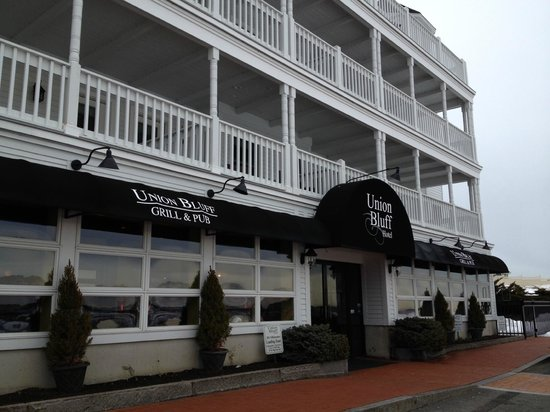 Union Bluff Hotel : Front of hotel