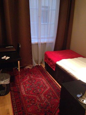 Best Western Hotel Karlaplan: Rum 503 - Väldigt litet rum med fönster mot gården