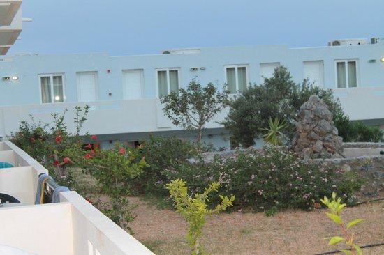 Mediterraneo Hotel: Вид из нашего номера.