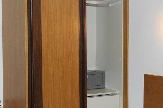 Mediterraneo Hotel: Шкаф и сейф - 10 евро в неделю.