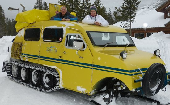 Mammoth Hot Springs Hotel & Cabins: Bombardier Snow Coach