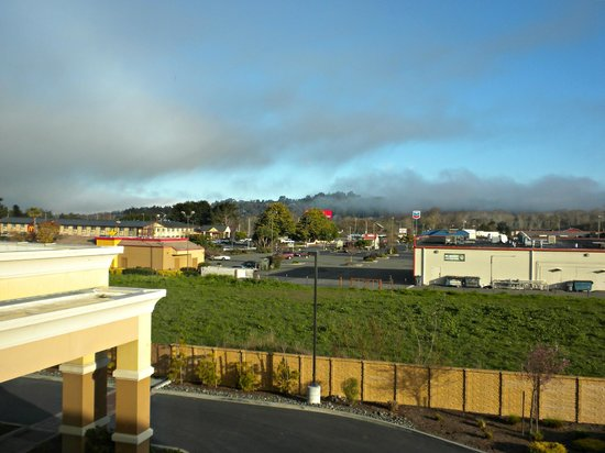 Hampton Inn and Suites Arcata, CA: View from our room (#314), looking north/northwest.  Coastal fog.