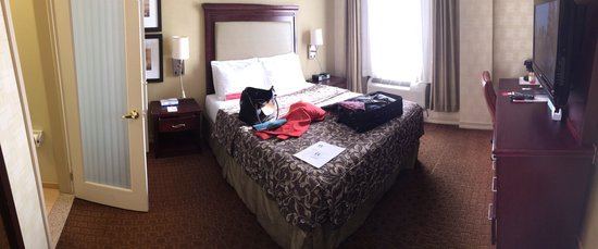 Ramada New York/Eastside: My room.