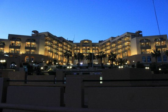 Corinthia Hotel St. George's Bay : Hotel from pool area