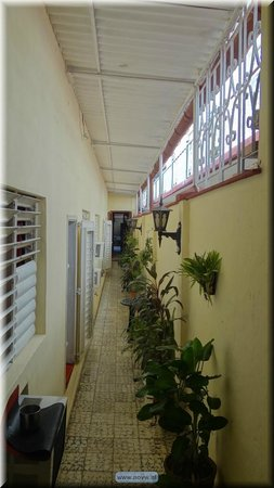 Hostal Colonial : Long, internal, hallway