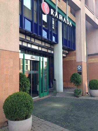 H4 Hotel Hamburg Bergedorf: Eingangsbereich - alles sehr sauber