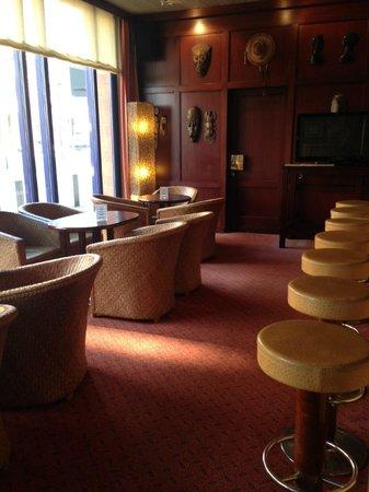 H4 Hotel Hamburg Bergedorf: Bar - am Vormittag - abends sehr gemütlich