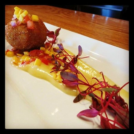 Le Canard Gourmand: Crab cake - mango salsa - wasabi