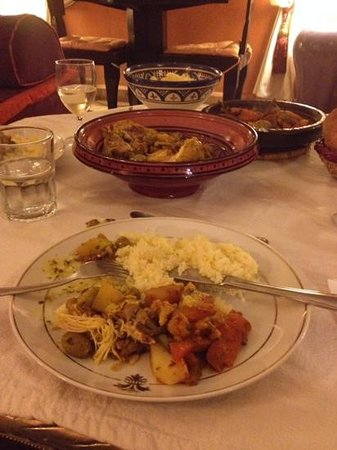 Dar el Souk: dinner in the riad, lots of food!