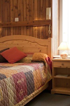 Hotel au Pont de Raffiny : chambre bouton d'or