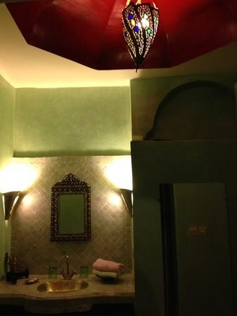 Dar el Souk: bathroom of the Smata room