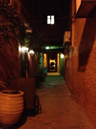Dar el Souk: the alleyway to the hotel... i was daunted at first but it was perfectly safe, often with childr