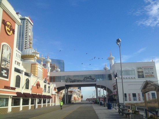 Atlantic City Boardwalk: Деревянная мостовая