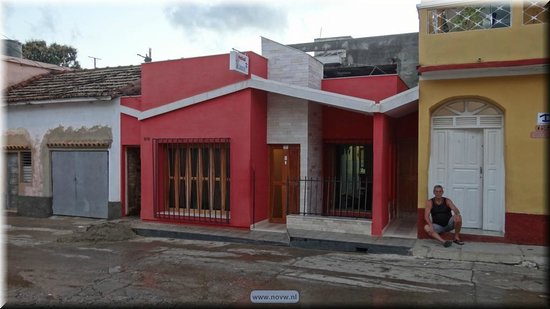 Casa Particular Hostal Zobeida: the red house is the location