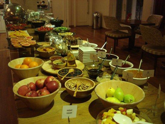 Hotel Amira Istanbul: Breakfast spread