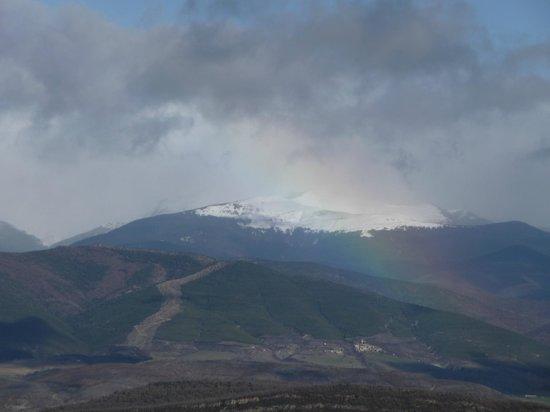 Los Pirineos desde San Juan de la Peña