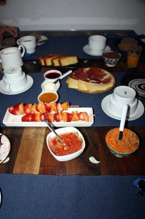 El Cobijo de Vejer.: superb breakfast with all fresh and local ingredients