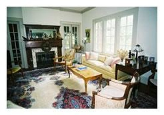 Inman Park Bed and Breakfast: Living Room area