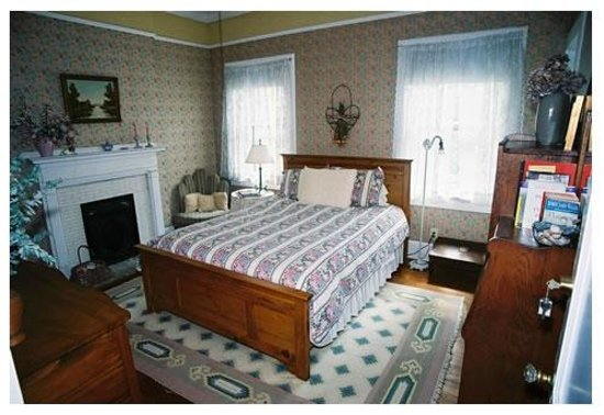 Inman Park Bed and Breakfast: The West Room