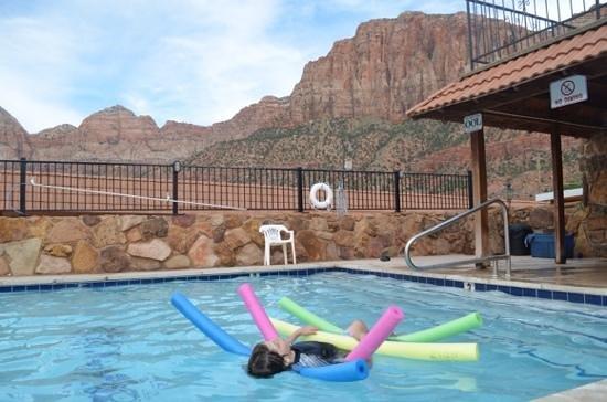 Zion Park Motel : detente dans la piscine chauffée
