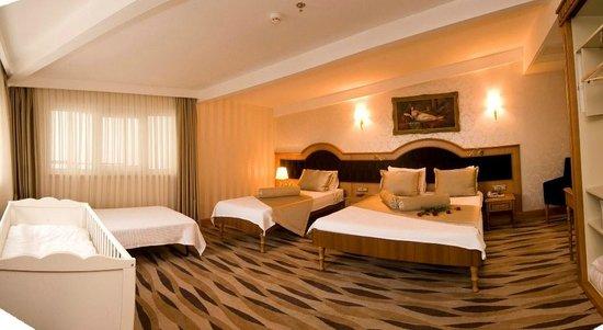 Aprilis Hotel : Quad Room