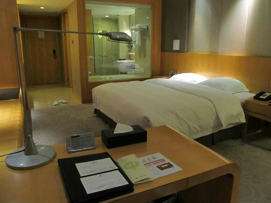 Taizhou Huangyan Yaoda Hotel: My room in the evening