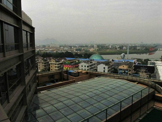 Taizhou Huangyan Yaoda Hotel: View from my room located on the 8th floor
