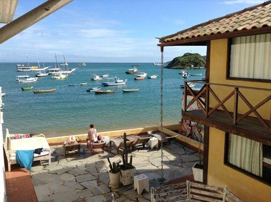 Nomad Buzios Seashore Hostel: Visto do quarto num dia de sol!