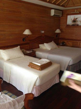 Royal Island Resort & Spa: Постельное белье, подушки, одеяла- новые и вполне приличные