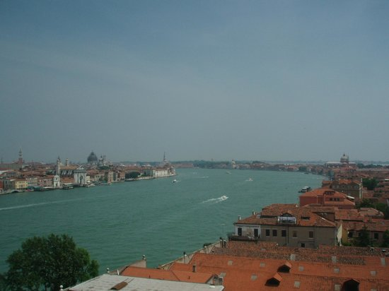 Hilton Molino Stucky Venice Hotel: View from Rooftop Pool Area