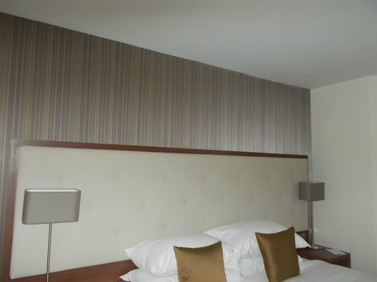 Best Western Plus Samlesbury Hotel: Big headboard