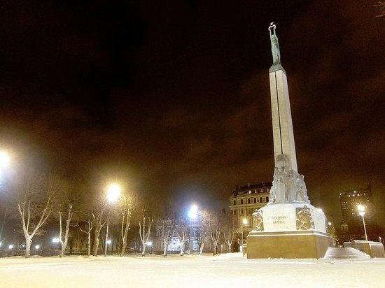 Freedom Monument (Brivibas Piemineklis) : Monumento a la Libertad, Riga