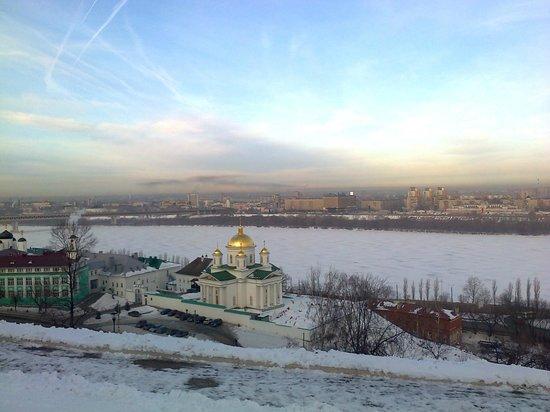 AZIMUT Hotel Nizhny Novgorod: Widok z hotelu na Wołgę