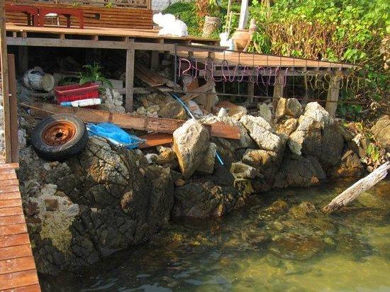 Bhuvarin Resort: Ponton de débarquement