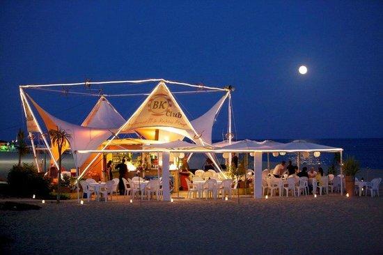 Hotel Bernat II : Chiringuito en la playa