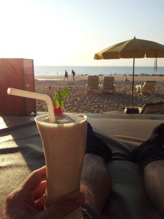 Lanta Castaway Beach Resort: Relaxation by beach