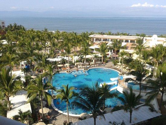Vista al mar y resto de hotel desde la habitaci n for Habitacion familiar riu vallarta