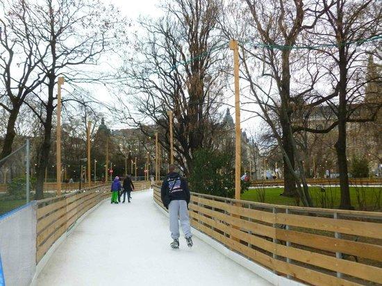 Eisbahn vor dem Rathaus