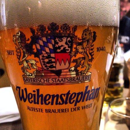 Munich Airport Marriott Hotel: Очень вкусное пиво в лобби баре.