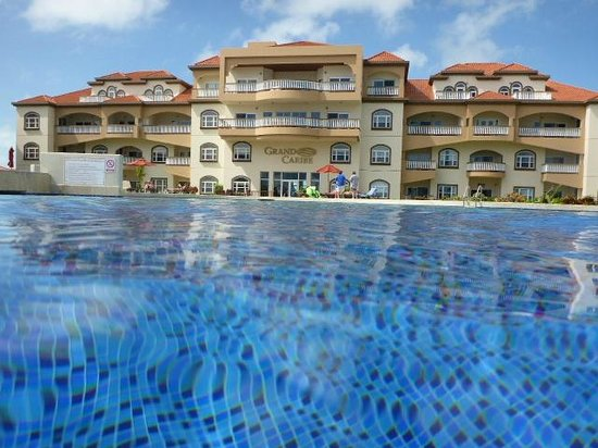 Grand Caribe Belize Resort and Condominiums : main building from pool