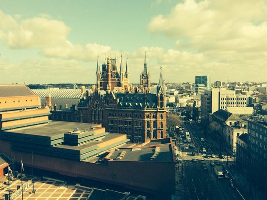 Pullman London St Pancras Hotel : Great view over St Pancras from 11th floor lobby.
