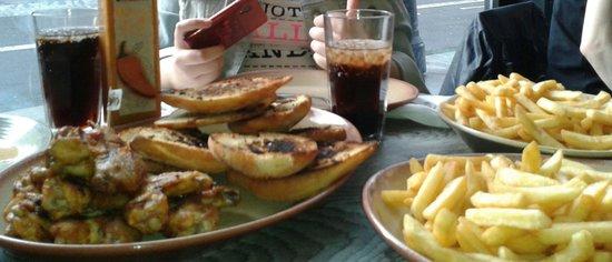 Nando's: Ricas alitas con pan de ajo