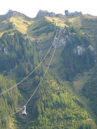 Luftseilbahnen Wengen–Männlichen: View of cableway from town of Wengen