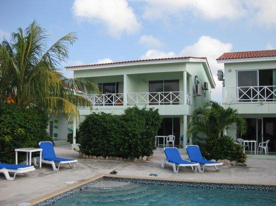 Bahia Apartments & Diving: bungalow + zwembad