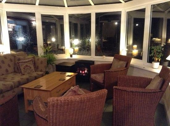 Ravenstone Lodge Hotel: lovely conservatory for a relaxing evening