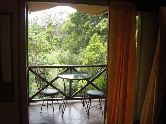 Hotel Dos Rios : corner, top floor, suite overlooking creek