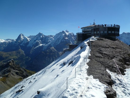 Schilthorn: Amazing views of Schiltorn and mountains in the distance