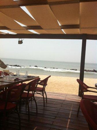 Lookea Royal Baobab : Vue du restaurant piscine