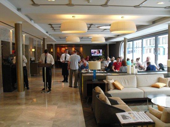 TITANIC Comfort Hotel Berlin Mitte: Hall