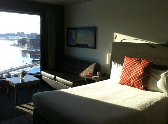 Grand Times Hotel Sherbrooke: Room with a river view